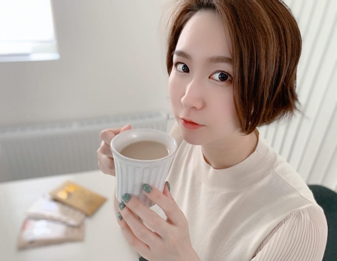 INIC coffee_コーヒーを飲んでいる小鳥さん