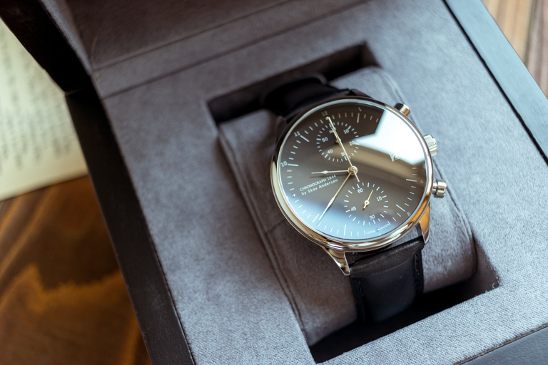 About Vintage_アバウトヴィンテージ__1844 CHRONOGRAPH STEELBLACK_文字盤のサファイアガラスの反射
