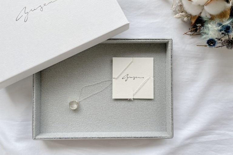 【口コミ】yuzen(ユゼン)のアクセサリー実際どう?届いたネックレスをレビュー_アイキャッチ写真