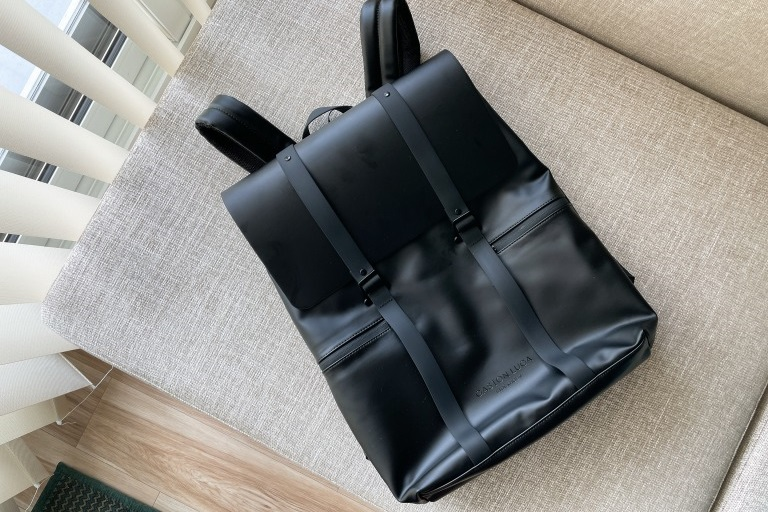 これぞ究極の撥水バッグ。ガストンルーガ「SPLÄSH 16」をレビュー_アイキャッチ写真