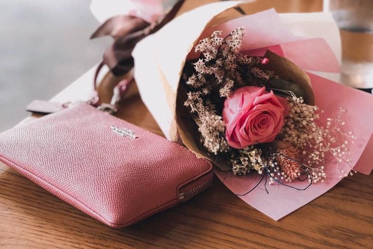 【財布】彼女へのプレゼントにおすすめのブランド_アイキャッチ