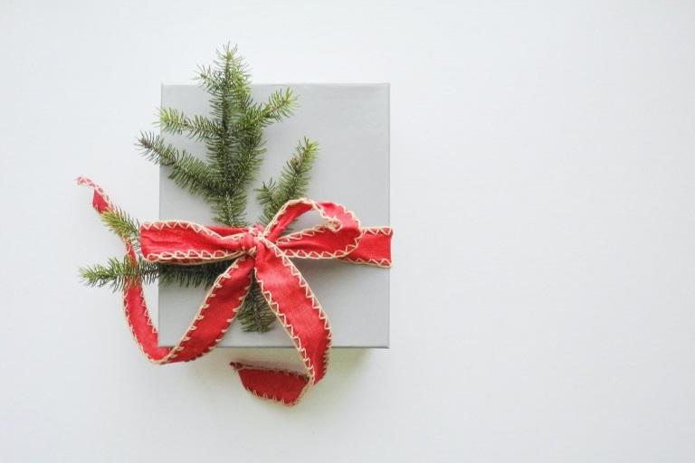 【2021年最新】高校生の彼氏に絶賛されるクリスマスプレゼント34選_アイキャッチ