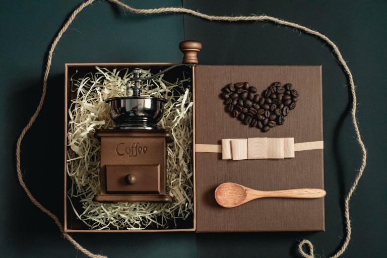 【マニア厳選】コーヒー好きの男性におすすめのプレゼント15選_アイキャッチ写真